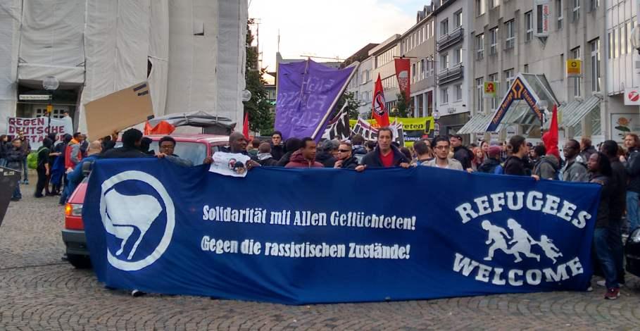 Demo: Solidarität mit allen Geflüchteten. Gegen die rassistischen Zustände.